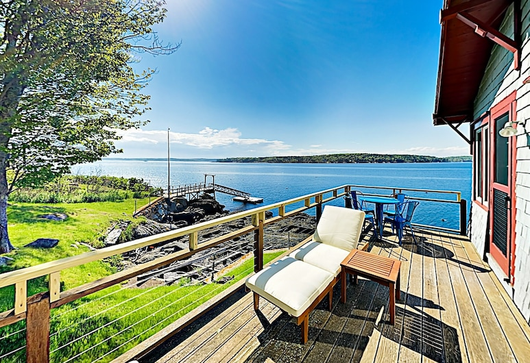 New Listing! Charming W/ Dock & Bay Views 2 Bedroom Cottage, East Boothbay