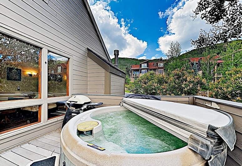 New Listing! Alpine Gem W/ Hot Tub, Near Lift 3 Bedroom Condo, Park City, Huoneisto, 3 makuuhuonetta, Kylpylä