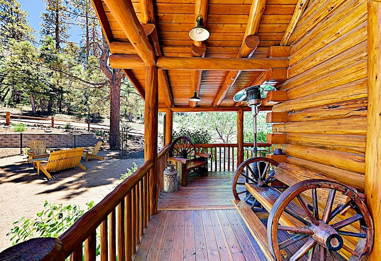 New Listing! Branchwater Lodge W/ Hot Tub & Game Loft 6 Bedroom Home, Tasik Big Bear, House, 6 Bedrooms, Balkoni