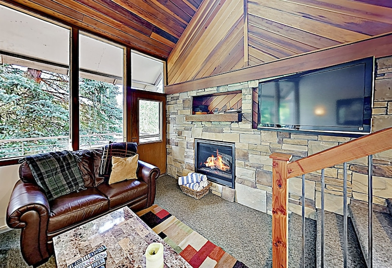 New Listing! Ski Basecamp W/ Hot Tub, Walk To Lift 3 Bedroom Townhouse, Park City