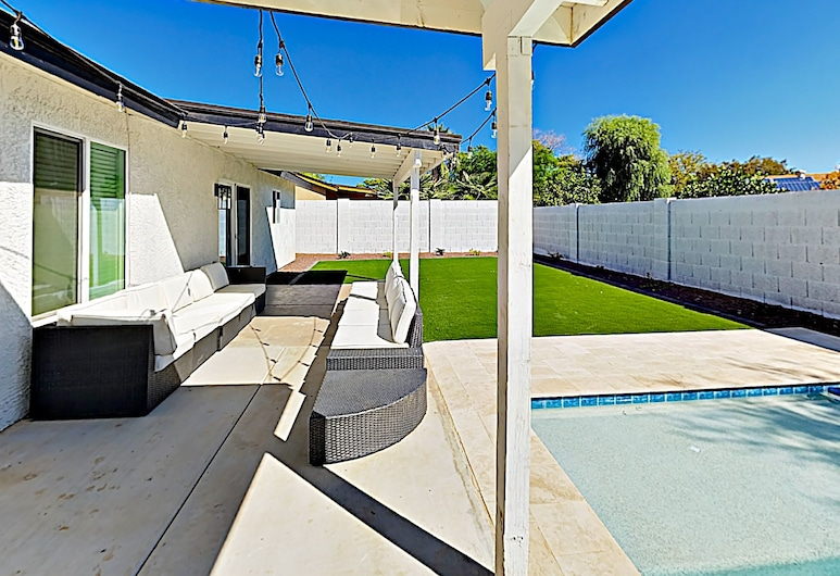 New Listing! Upscale Gem W/ Great Central Location 4 Bedroom Home, Scottsdale, House, 4 Bedrooms, Balcony