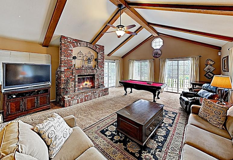 Eagles Nest: Large House Near Lake & Ski Resorts 3 Bedroom Home, Big Bear Lake