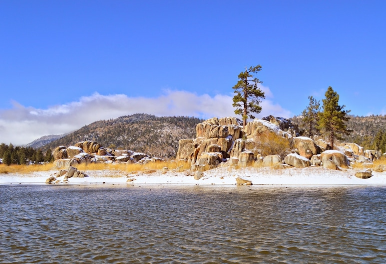 New Listing! Foxy Bear - Relaxing Woodsy 2 Bedroom Cabin, Big Bear Lake, Cabin, 2 Bedrooms, Beach
