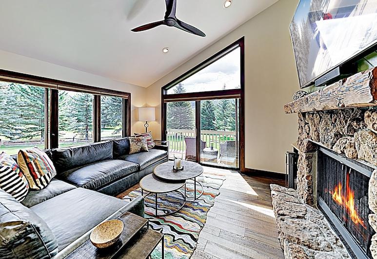 New Listing! Modern Mountain Ski W/ Balcony 3 Bedroom Condo, Avon