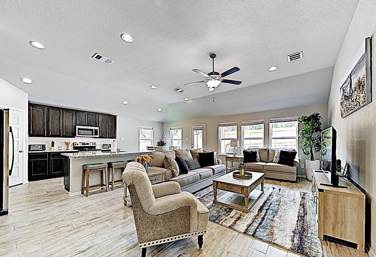 New Listing! Brand-new Hideaway Near Lakeside Fun 4 Bedroom Home, Lago Vista