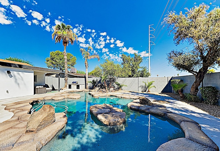 New Listing! Luxury : Heated Lagoon-style Pool 3 Bedroom Home, Scottsdale, House, 3 Bedrooms, Pool
