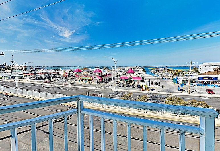 New Listing! Ocean-view W/ Rooftop Pool 4 Bedroom Condo, Ocean City, Condo, 4 Bedrooms, Balcony