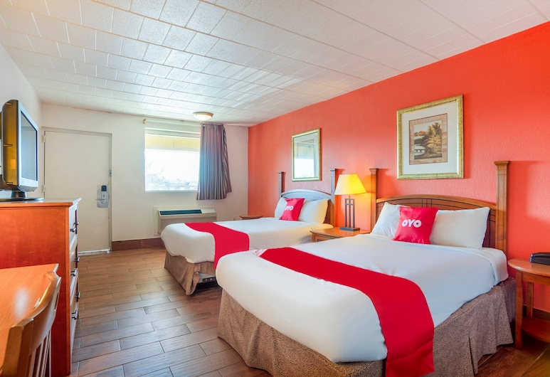 OYO Hotel Baltimore Hwy 40, Baltimore, Room, 2 Double Beds, Guest Room