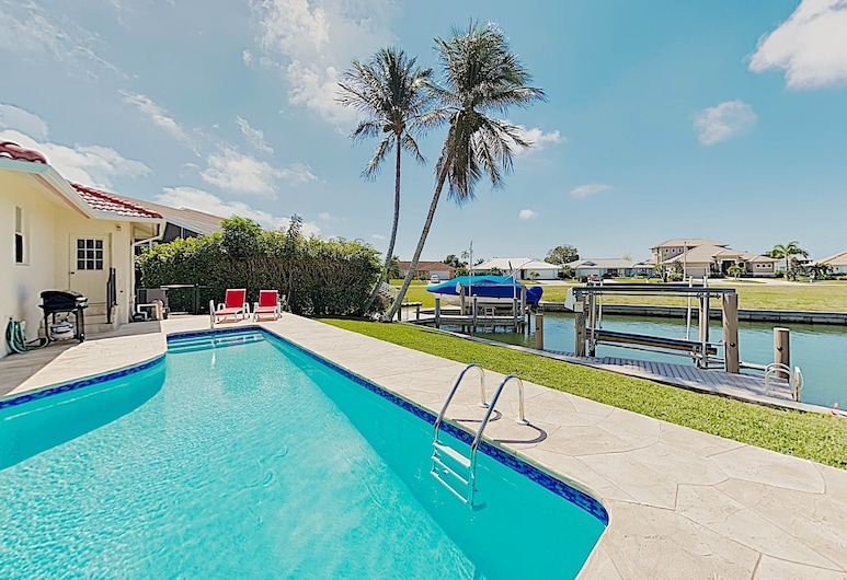 New Listing! Canal-side W/ Pool & Boat Dock 3 Bedroom Home, Pulau Marco