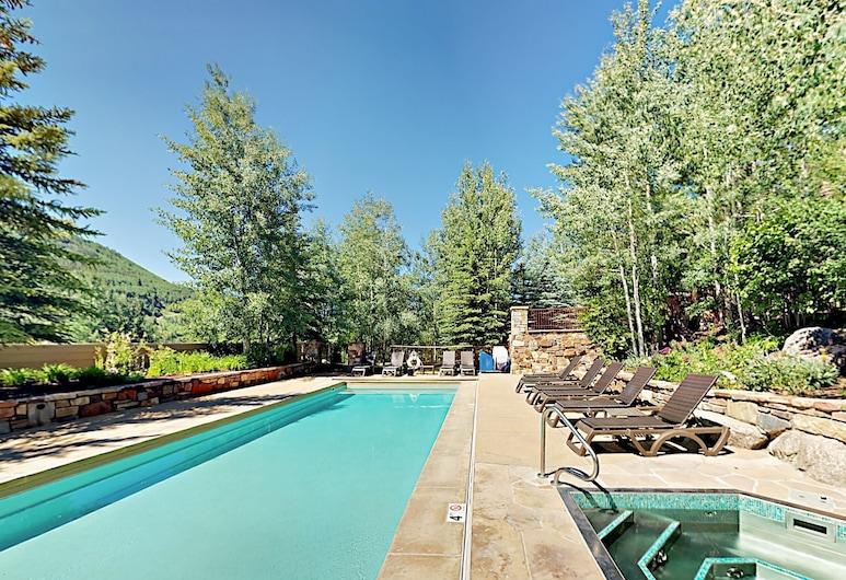 New Listing! W/ Pool -- Walk To Ski Lift 3 Bedroom Condo, Vail, Lakás, 3 hálószobával, Medence