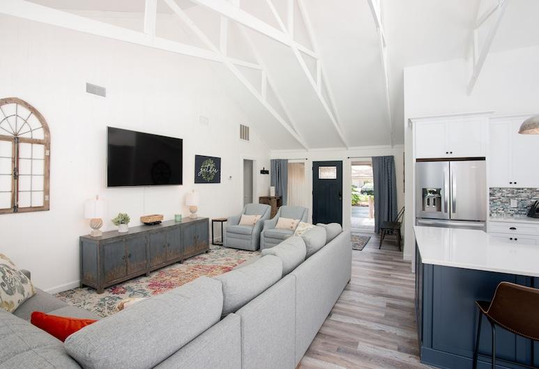 New Listing! All-suite Sea Pines Stunner W/ Pool 3 Bedroom Home, Χίλτον Χεντ Άιλαντ, Σπίτι, 3 Υπνοδωμάτια, Καθιστικό
