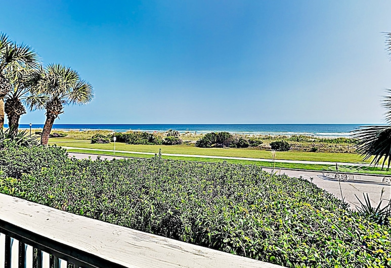 New Listing! Steps To Beach - W/ Pool Access 2 Bedroom Condo, Myrtle Beach, Condo, 2 Bedrooms, Balcony