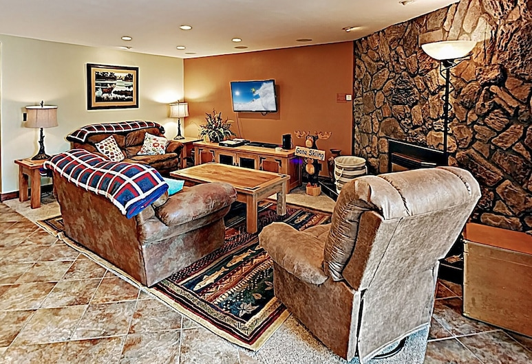 Downtown Marvel W/ Pool & Hot Tubs - Walk To Lifts! 2 Bedroom Condo, Breckenridge