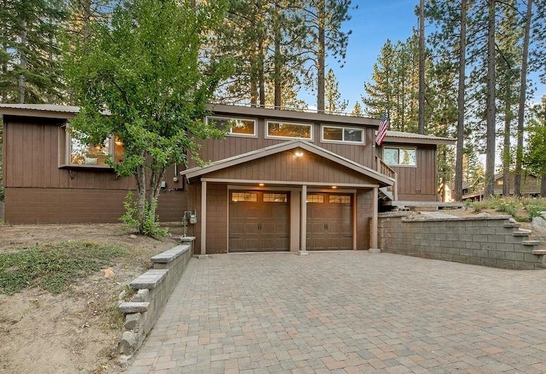 New Listing! Alpine Haven W/ Sauna & Hot Tub 3 Bedroom Home, South Lake Tahoe