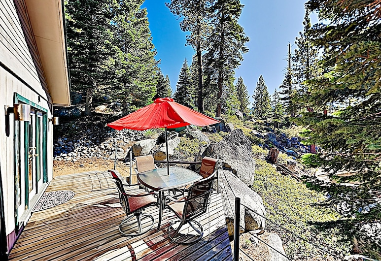 New Listing! Heavenly W/ Private Hot Tub 3 Bedroom Home, Stateline