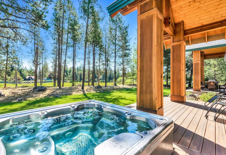 New Listing! Riverfront Oasis W/ Hot Tub & Dock 4 Bedroom Home, Bend, House, 4 Bedrooms, Outdoor Spa Tub