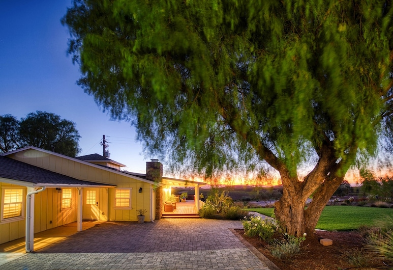 New Listing! Updated At Rails Nap Vineyard 2 Bedroom Home, Paso Robles