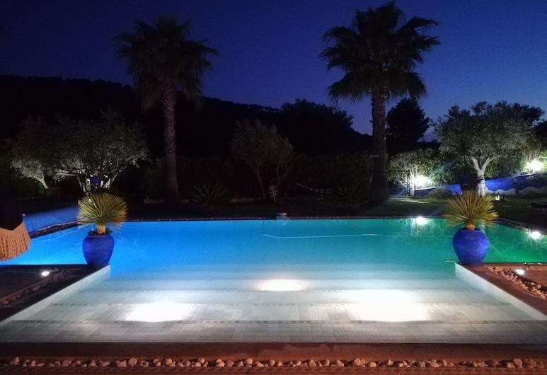 Location Villa avec piscine chauffée, Le Castellet, Infinity Pool