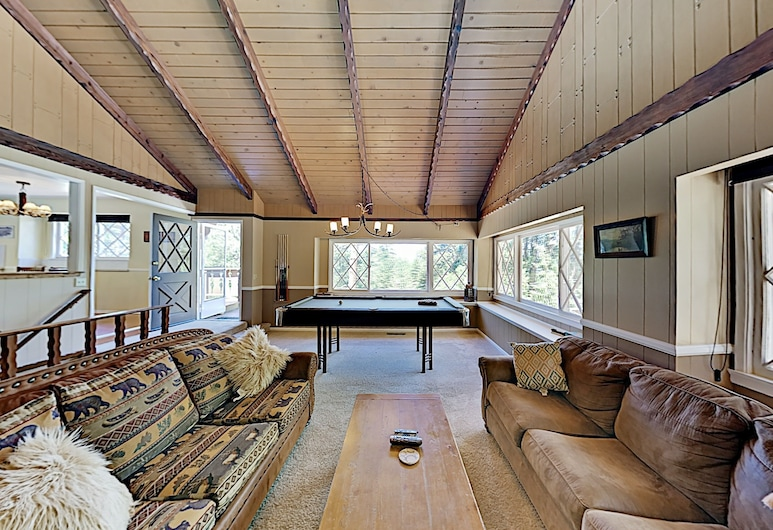 New Listing! All-suite Forest W/ Hot Tub 3 Bedroom Home, Big Bear Lake, Dom, 3 sypialnie, Salon