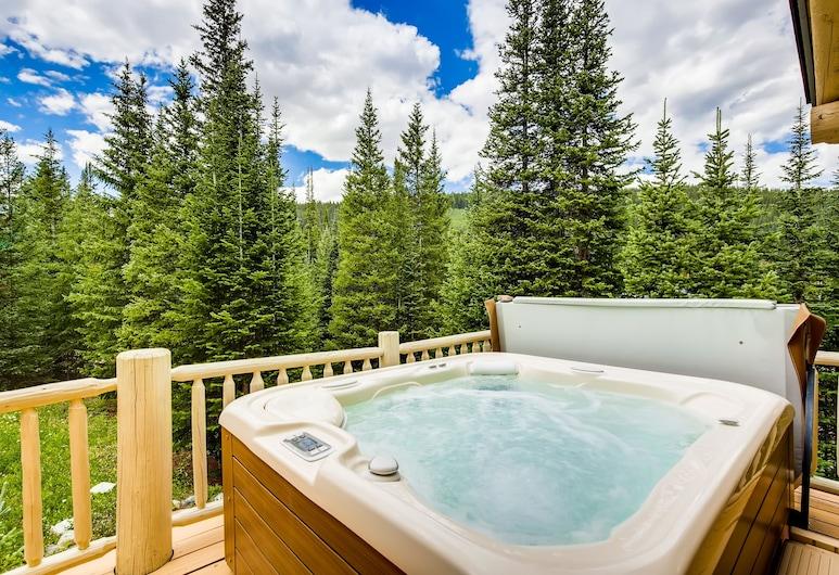 New Listing! Charming Log W/ Private Hot Tub - 3 Br Home, Breckenridge, Vonkajšia vírivka