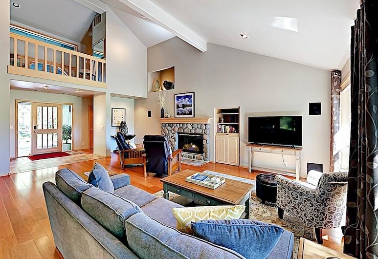 New Listing! Sunriver Gem On Woodlands Golf Course 3 Bedroom Home, Bend