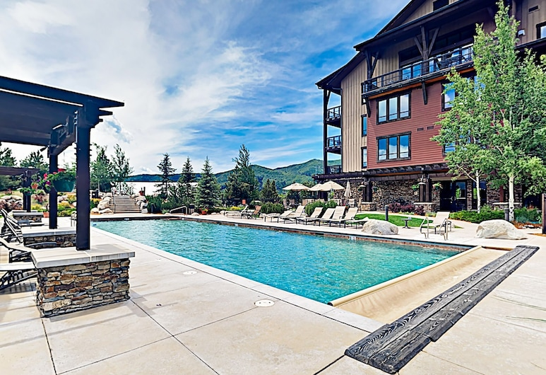New Listing! Mountain-view W/ Pool & Gondola 2 Bedroom Condo, Steamboat Springs, Condo, 2 Bedrooms, Pool