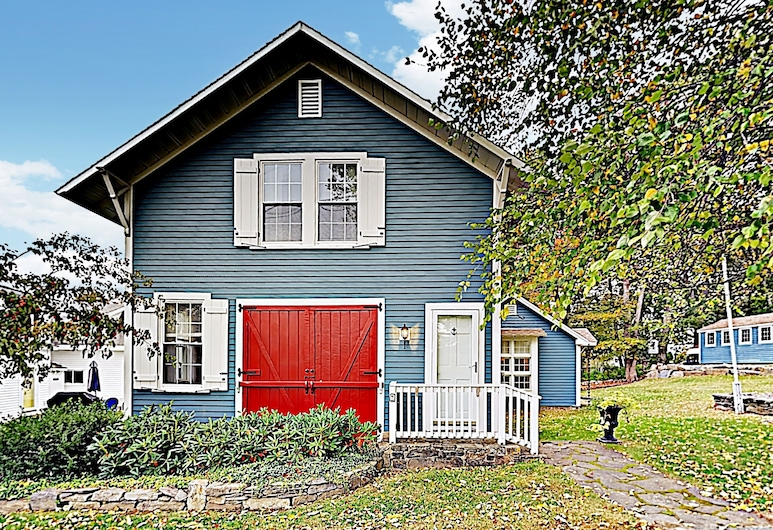 New Listing! New England Firehouse 3 Bedroom Home, Boothbay Harbor