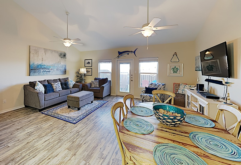 Renovated Nemo Cay Townhome W/ Pool-- Near Beach 3 Bedroom Townhouse, Corpus Christi, Townhome, 3 Bedrooms, Living Room