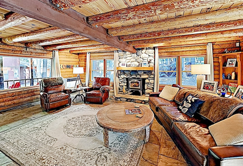 New Listing! Log Near Tahoe Donner Amenities 3 Bedroom Home, Траки