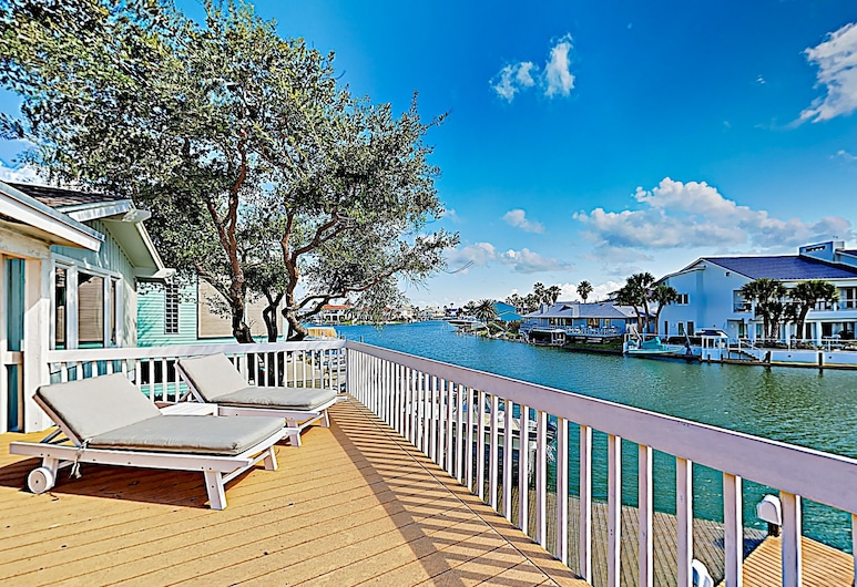 New Listing! Key Allegro Waterfront W/ Pool 4 Bedroom Home, Rockport