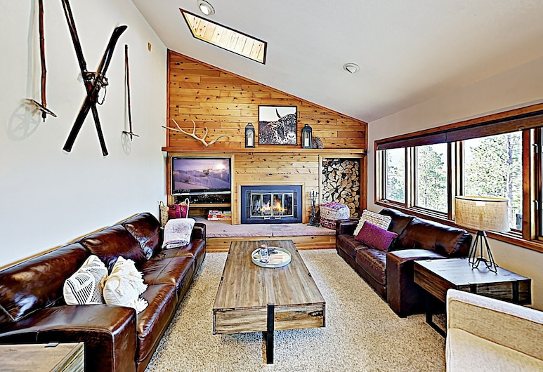 Multi-level Mountain W/ Views & Hot Tub! 3 Bedroom Townhouse, Fraser