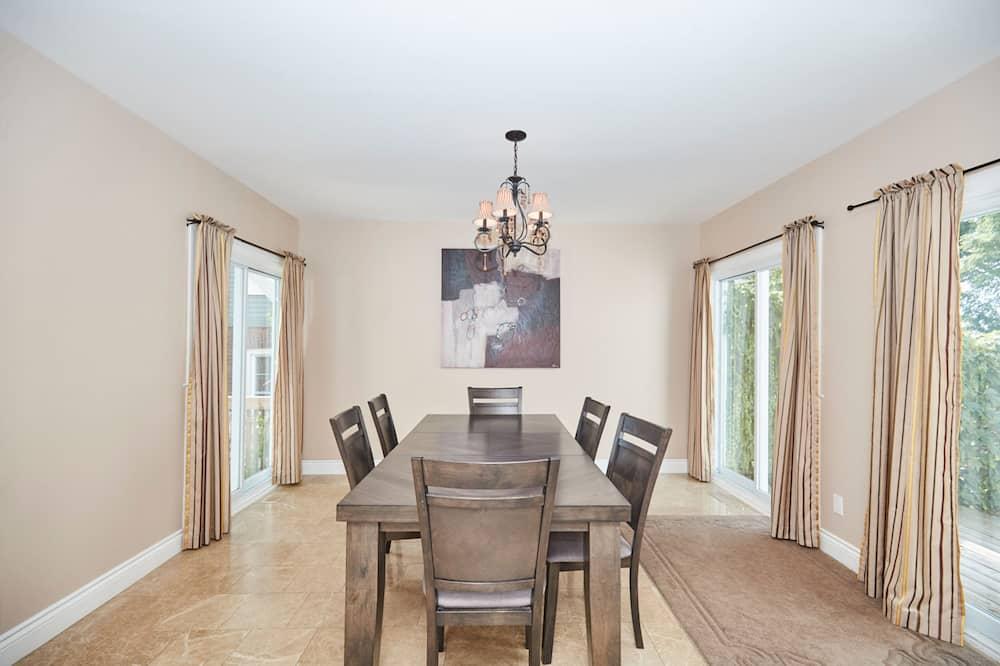 Classic Villa - In-Room Dining