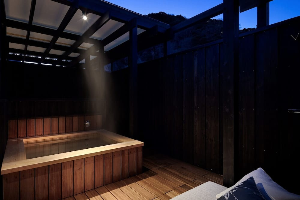 Deluxe Twin Room with Roof Top Open Air Bath - Bathroom