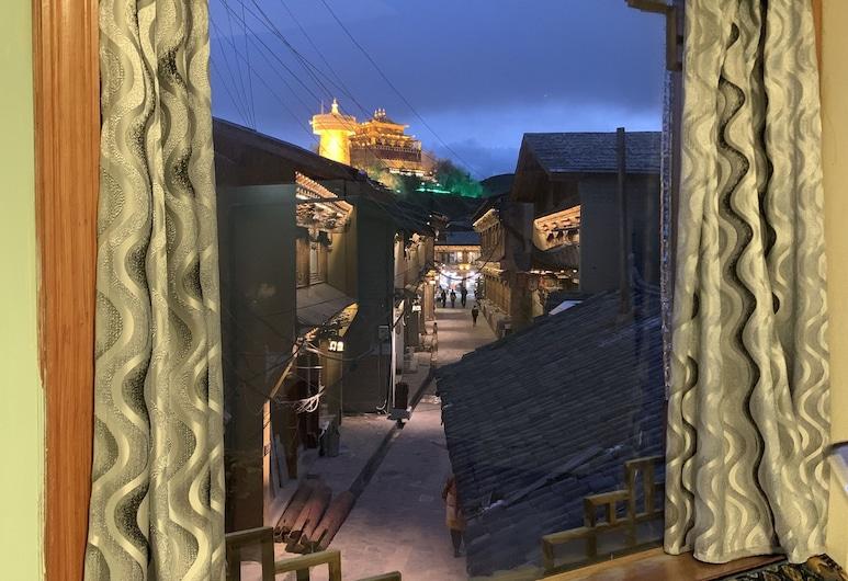 Yuqiao Courtyard Hotel, Deqin, Deluxe dubbelrum - utsikt mot staden, Gästrum