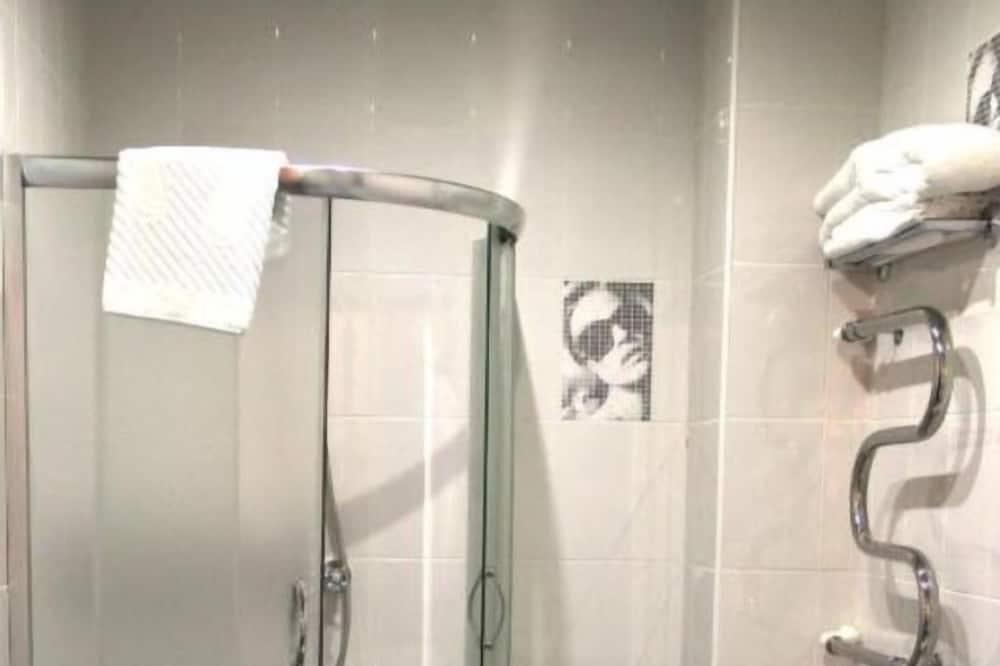 Standard Μονόκλινο Δωμάτιο - Ντουζιέρα μπάνιου