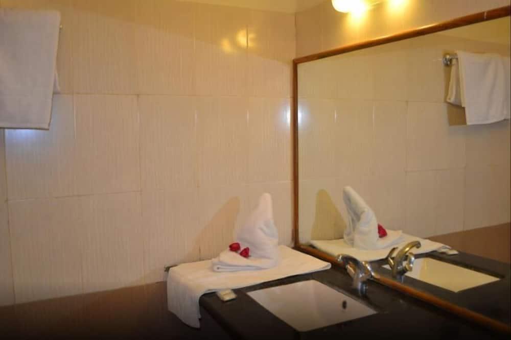 Pokój dwuosobowy z 1 lub 2 łóżkami, luksusowy - Łazienka