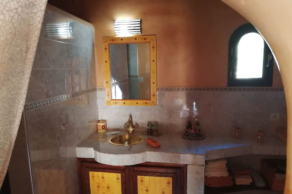 Традиционный двухместный номер с 1 или 2 кроватями - Раковина в ванной комнате