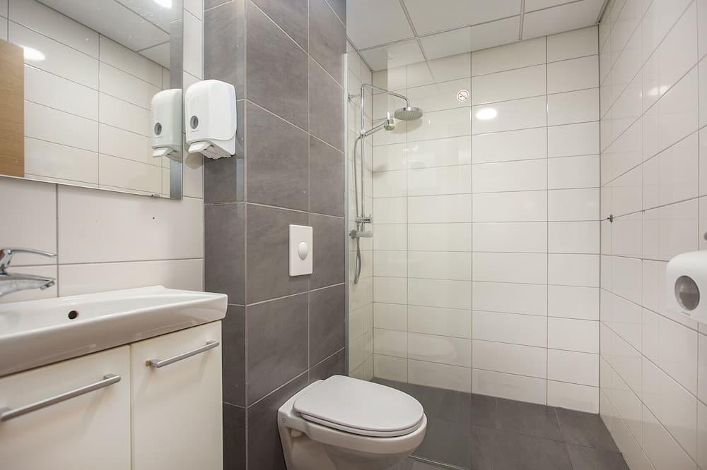 Economy-dobbeltværelse - fælles badeværelse - Badeværelse