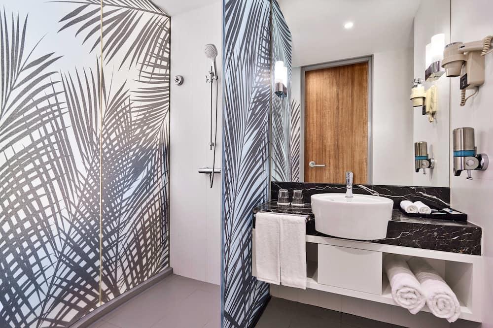 スタンダード ルーム クイーンベッド 1 台ソファーベッド付き - バスルーム