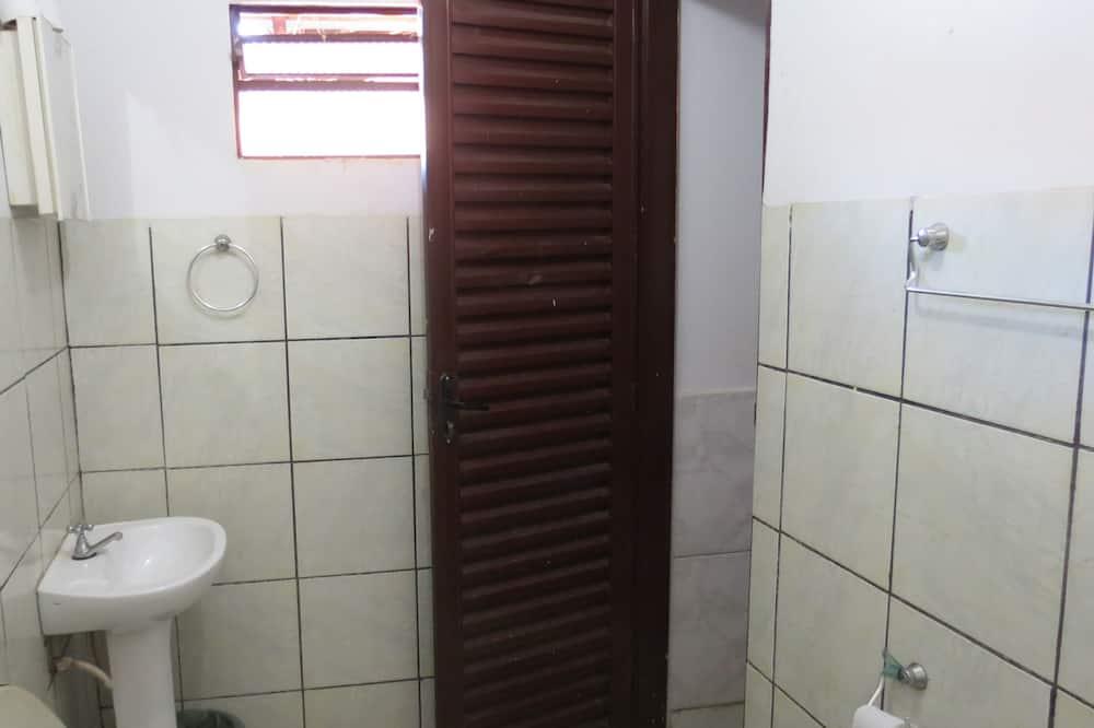 Phòng đôi Economy - Phòng tắm