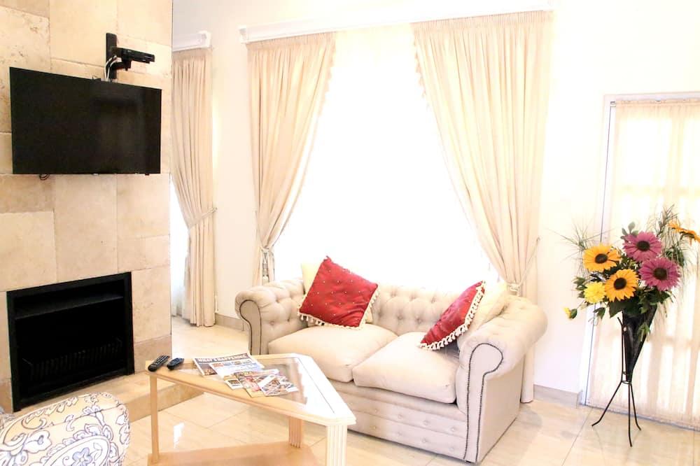 Family Villa, Garden View - Living Room