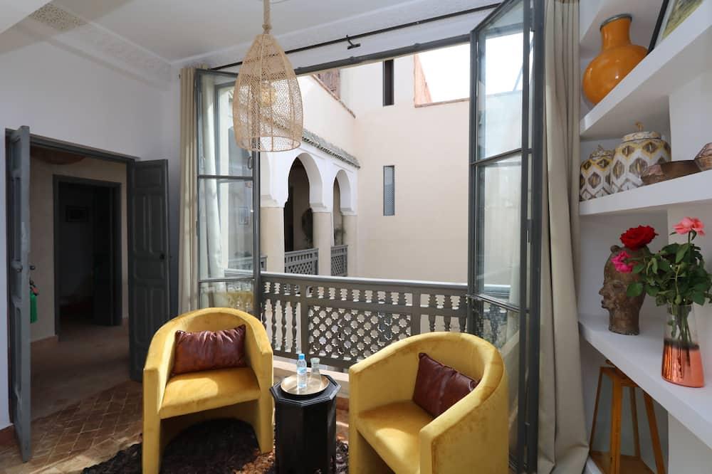 Tradicionāls divvietīgs numurs, 1 divguļamā karalienes gulta - Dzīvojamā zona