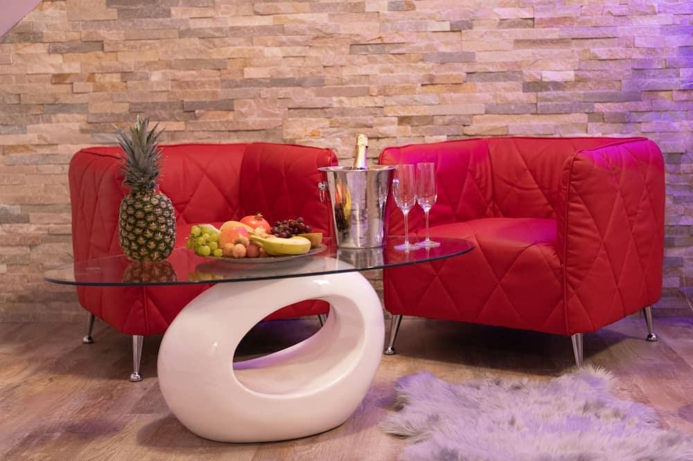 Honeymoon Double Room, Hot Tub (sauna) - In-Room Dining