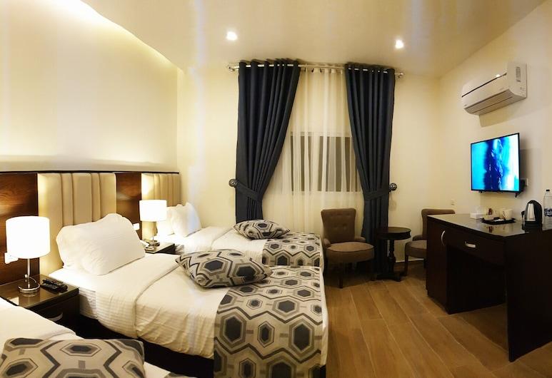 Petra Heart Hotel, Wadi Musa, Deluxe Triple Room, Guest Room