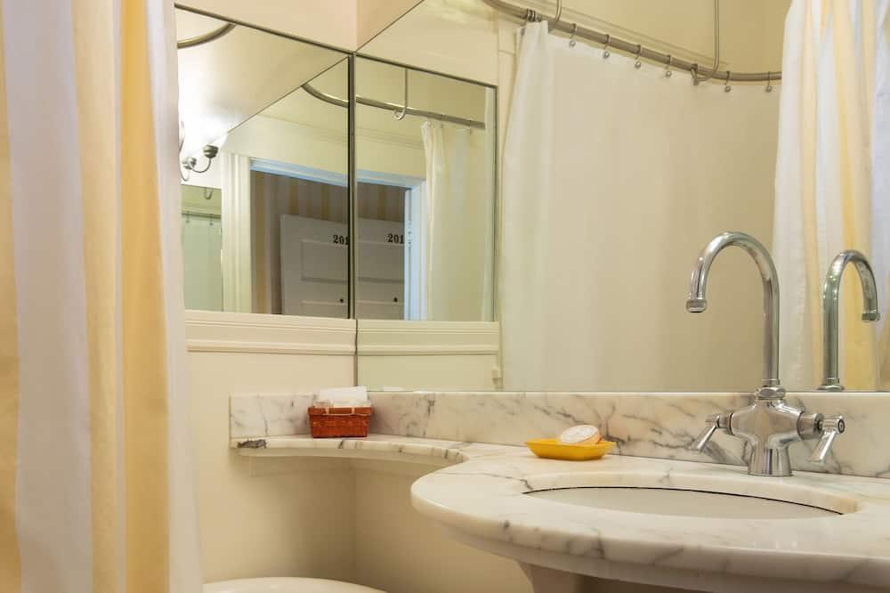 Classic-Zimmer, 1 Queen-Bett, eigenes Bad - Badezimmer