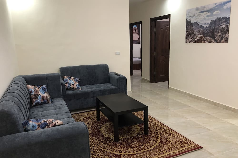 Apartment, 3 Bedrooms, Valley View - Living Room
