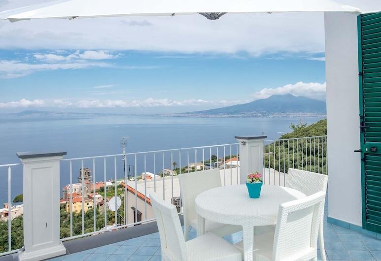 Casa MareLuna, Vico Equense, Panoramic Apartment, Terrace/Patio