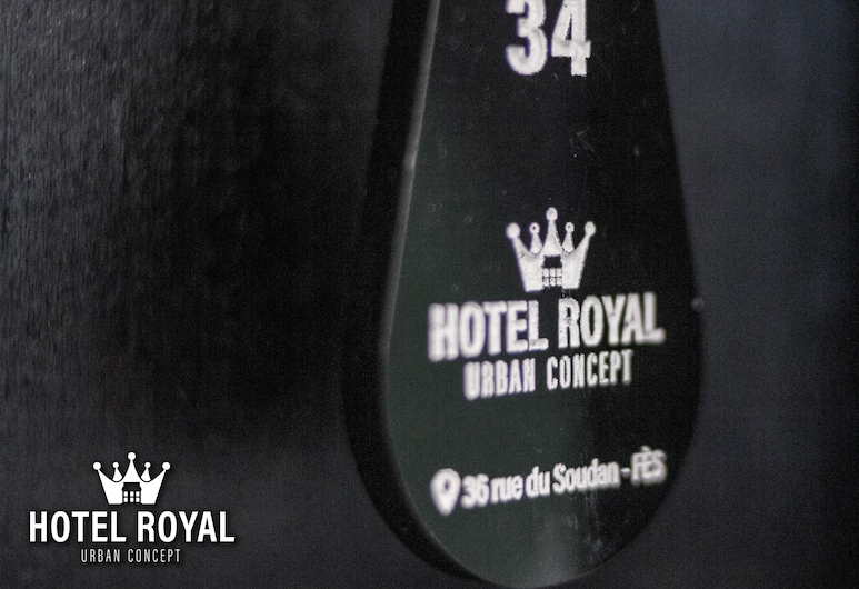 Hôtel Royal Urban Concept, פס, קבלה