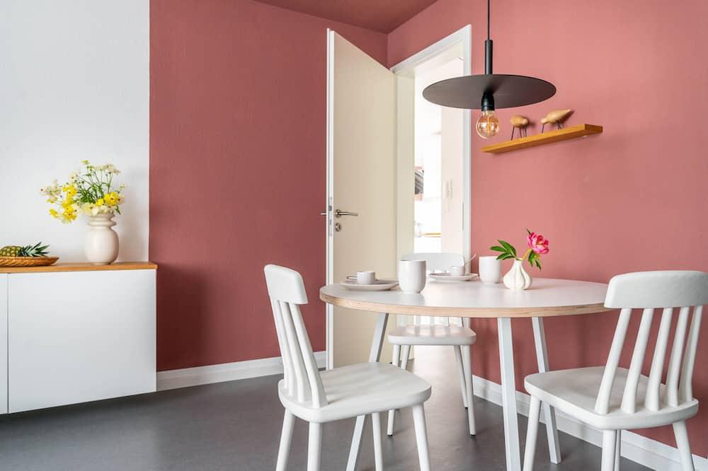 Comfort Studio (Nest) - In-Room Dining