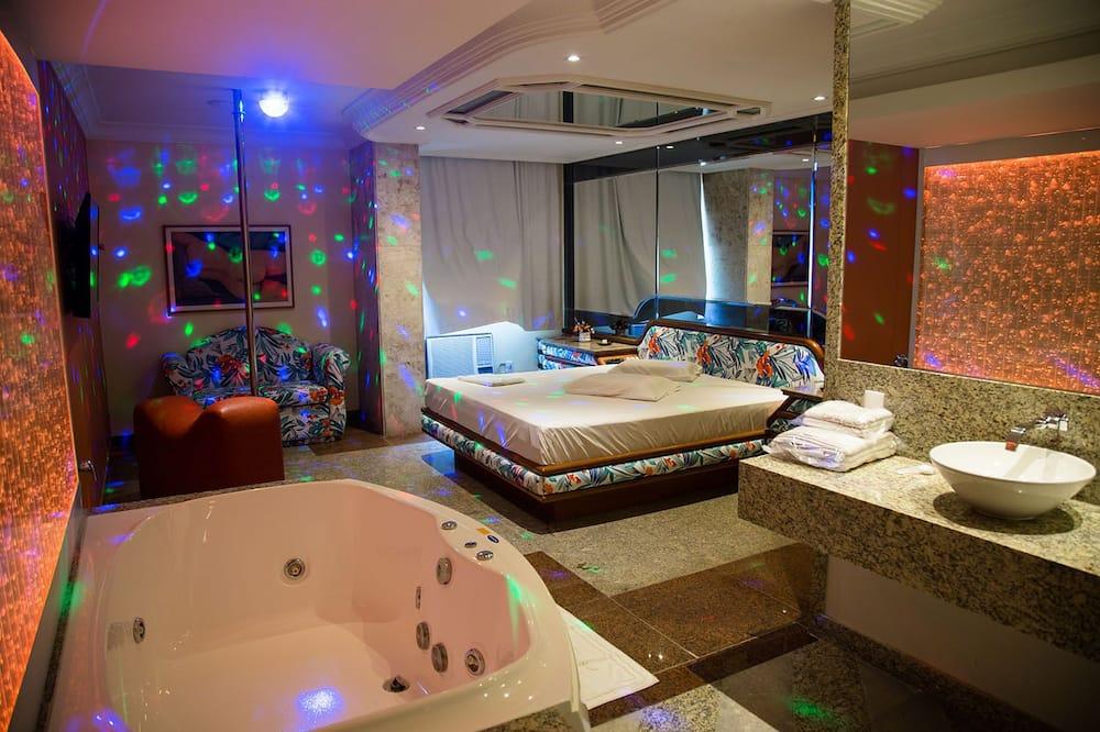 חדר (Suíte Luxo com Hidro e Sauna) - אמבט ספא פרטי